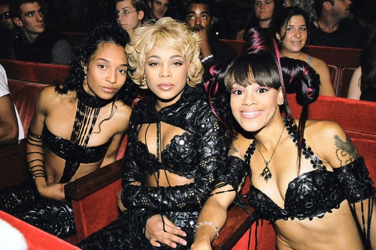 Lil Kim With One Boob Out Was So Unforgettable As Well I Took A Duck In The Archives And Searched Some Looks To Take You Back Time Celebrate